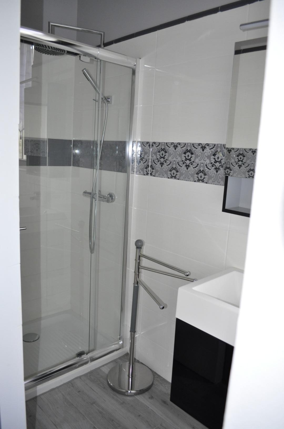 Chambre d'hôte avec salle de bain privée à Ludon-Médoc
