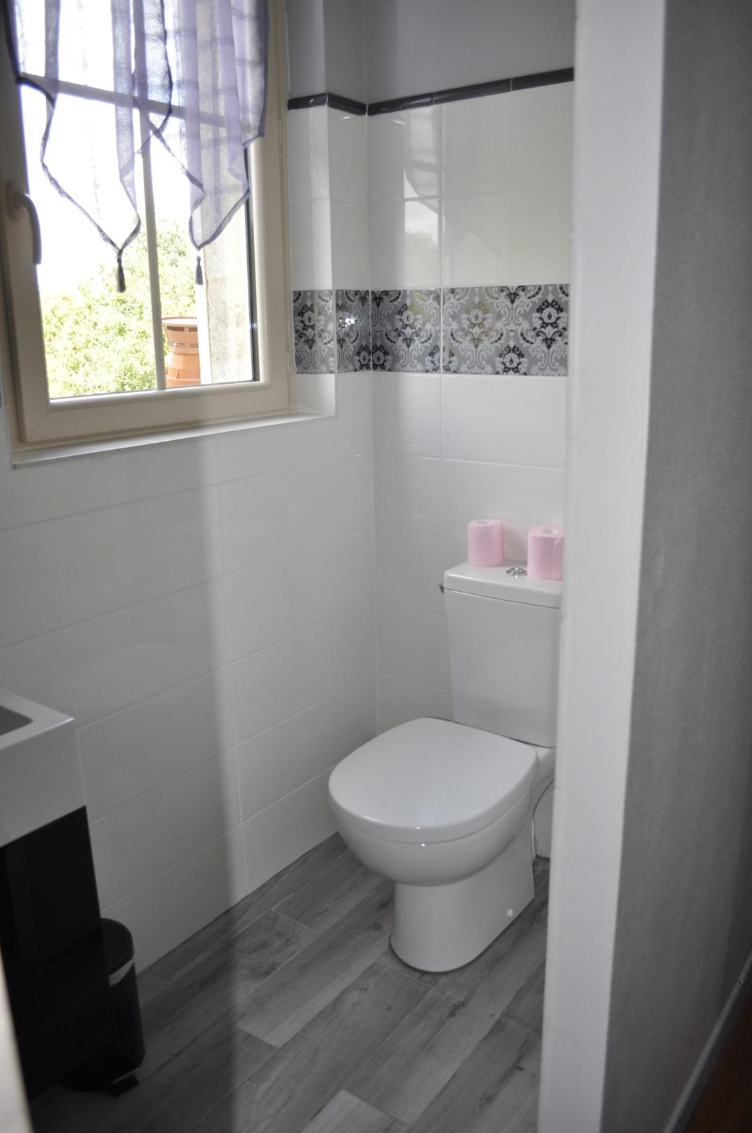 Chambre d'hôte spacieuse avec salle de bain privée à Ludon-Médoc