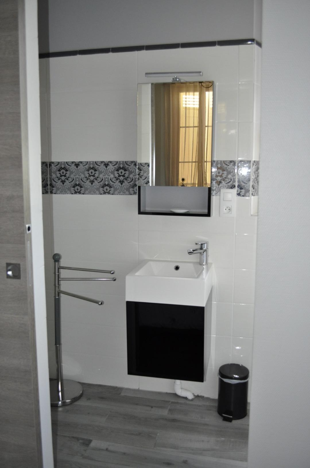 Chambre d'hôte avec salle de bain à Ludon-Médoc